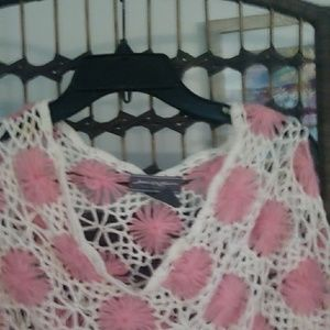 Accessories - White and pink knitted poncho sweater med